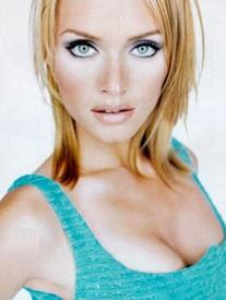 http://www.modelsblog.info/content/2006/05/amber_valetta.jpg