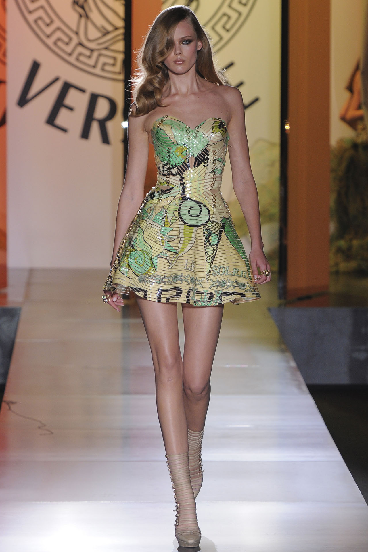 Atelier Versace Couture Spring 2019 Collection Brings Forth The Concept of Metamorphosis