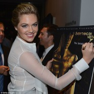Kate Upton chooses conservative look for the premiere of 007