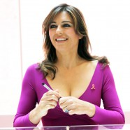 Elizabeth Hurley goes it alone as she continues Breast Cancer Awareness campaign