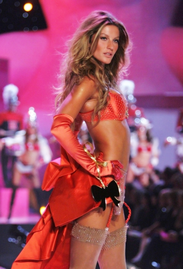 1359579535_tmp_victorias-secret-2005-giselle-bundchen-01