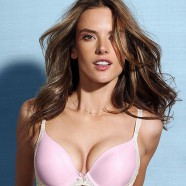 Alessandra Ambrosio looks great in just about anything!