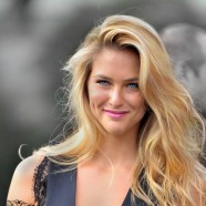 "Bar Refaeli Recreating ""The Kiss"" On The Tonight Show!"