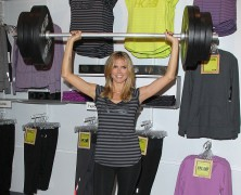 Heidi Klum shows off her super-strength