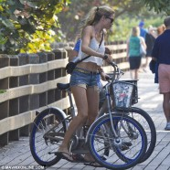 Doutzen Kroes �shows-off� in South Beach, Miami