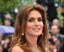 Cindy Crawford exudes olde-world glamour at Cannes Film Festival