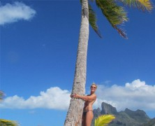 Heidi Klum posts another �topless selfie� as she hugs a tree!