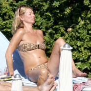 Kate Moss �purrs� in leopard print swimwear