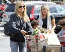Heidi Klum �hips� it for movie date with her children