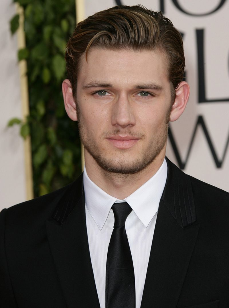 Who is dating alex pettyfer