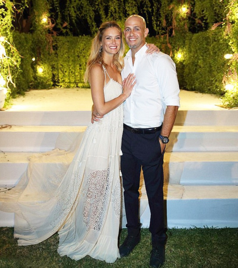 bar refaeli shares first photo from her wedding day the