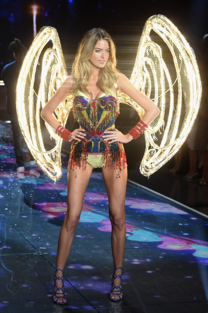 02Victorias-Secret-2015-Fashion-Show-Photos-Martha Hunt