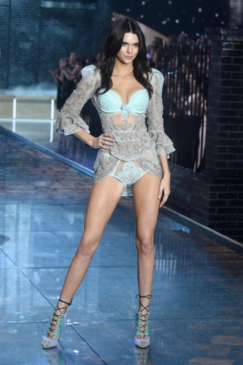 06-Victorias-Secret-2015-Fashion-Show-Photos-Kendall-Jenner
