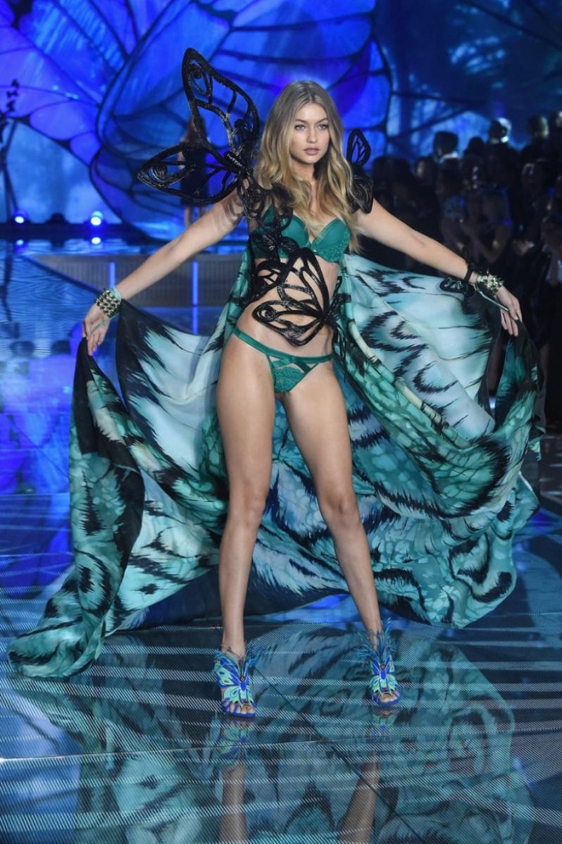 12-Victorias-Secret-2015-Fashion-Show-Photos-Gigi-Hadid