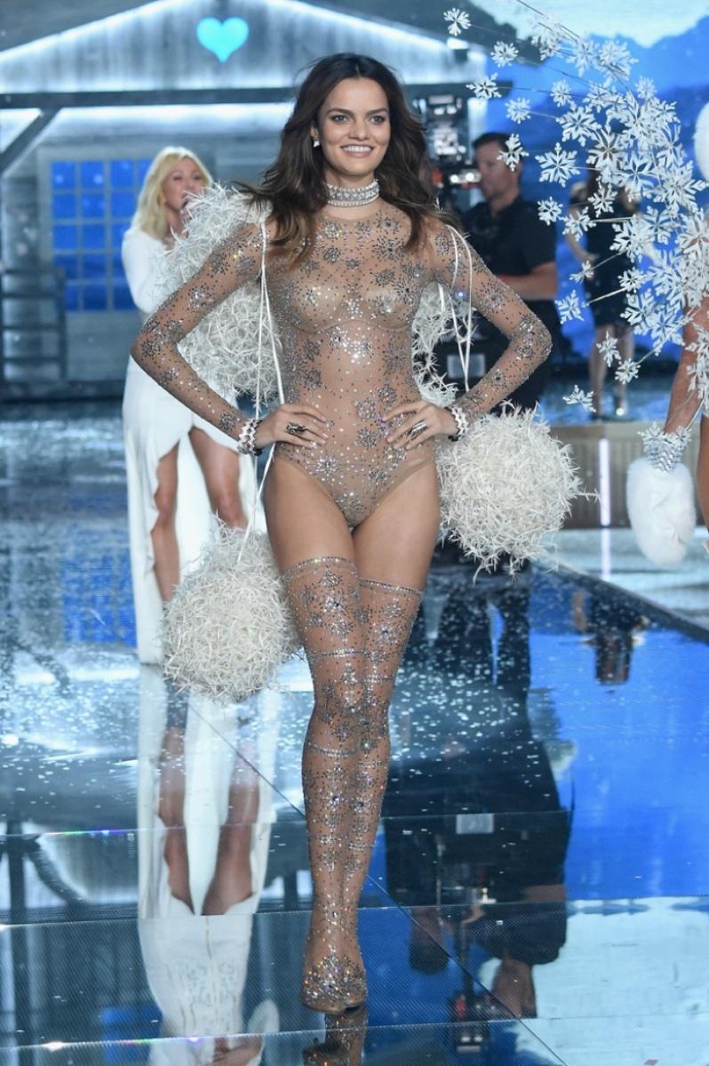 13-Victorias-Secret-2015-Fashion-Show-Photos-Barbara-Fialho