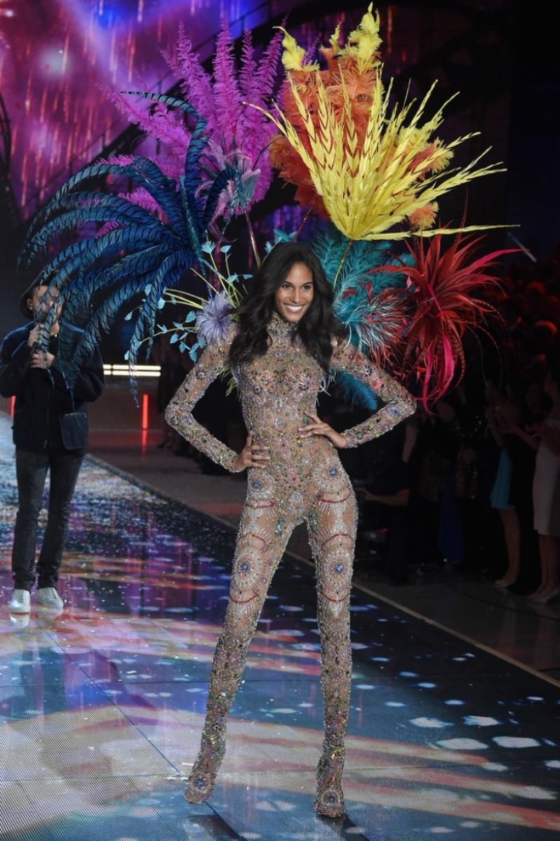 20-Victorias-Secret-2015-Fashion-Show-Photos-Cindy Bruna
