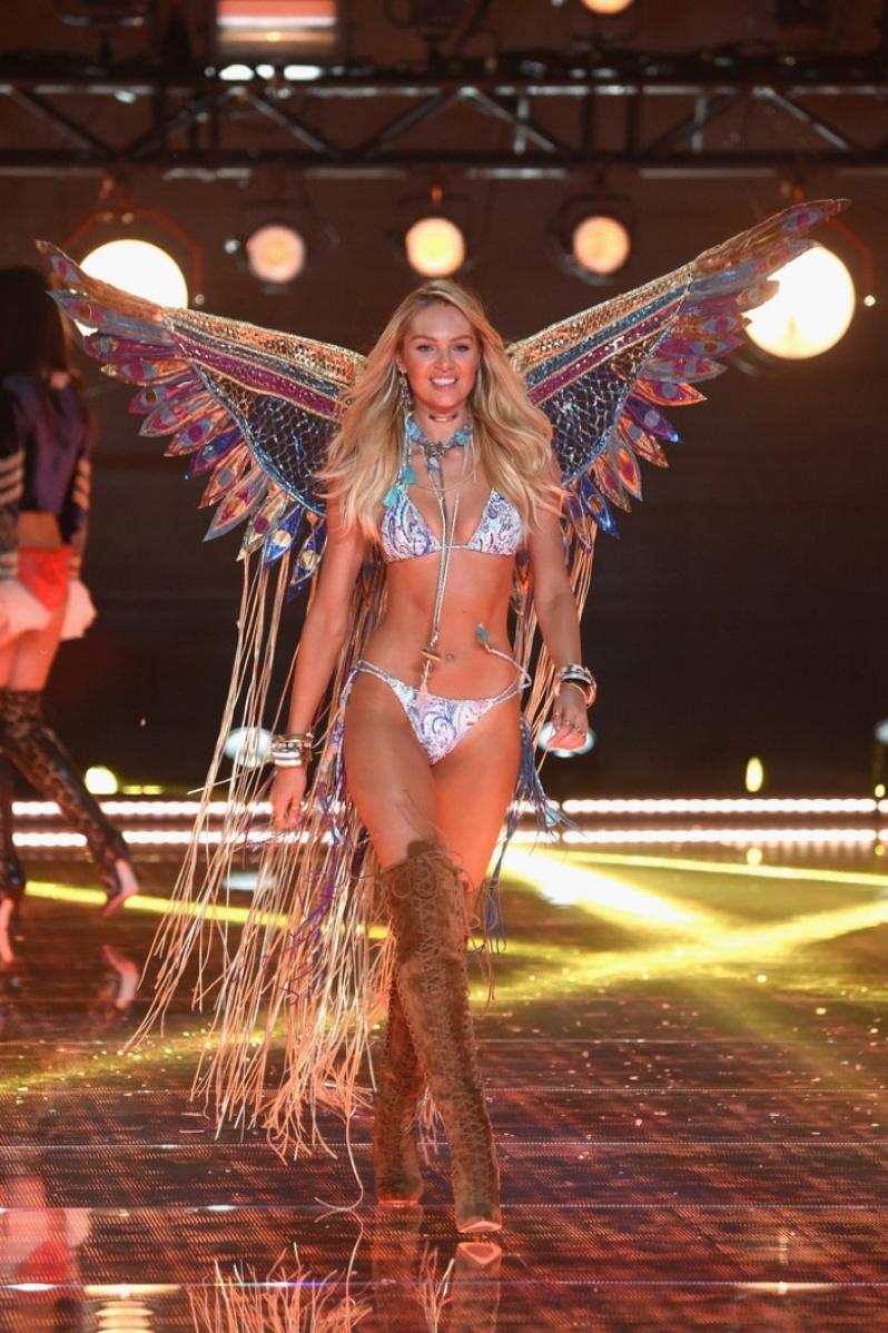 30-Victorias-Secret-2015-Fashion-Show-Photos-Candice-Swanepoel