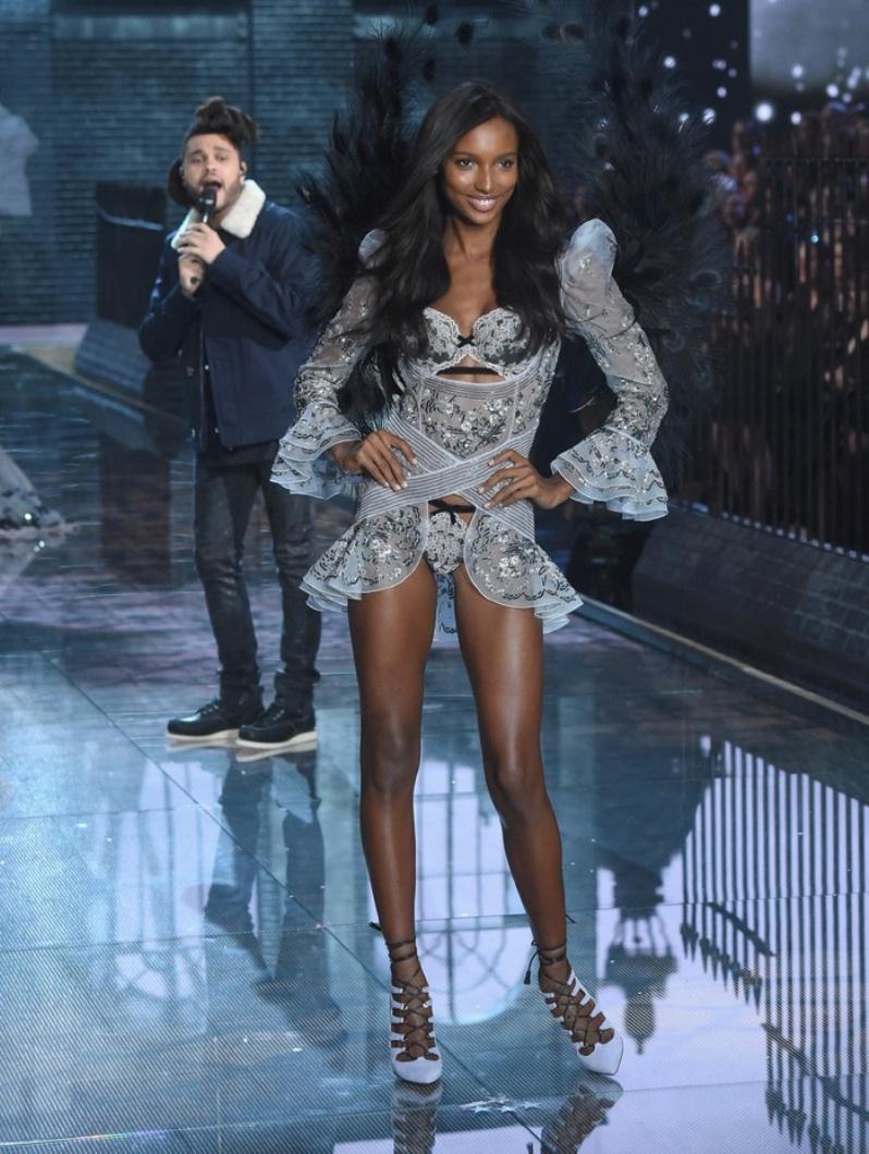 31-Victorias-Secret-2015-Fashion-Show-Photos-Jasmine Tookes
