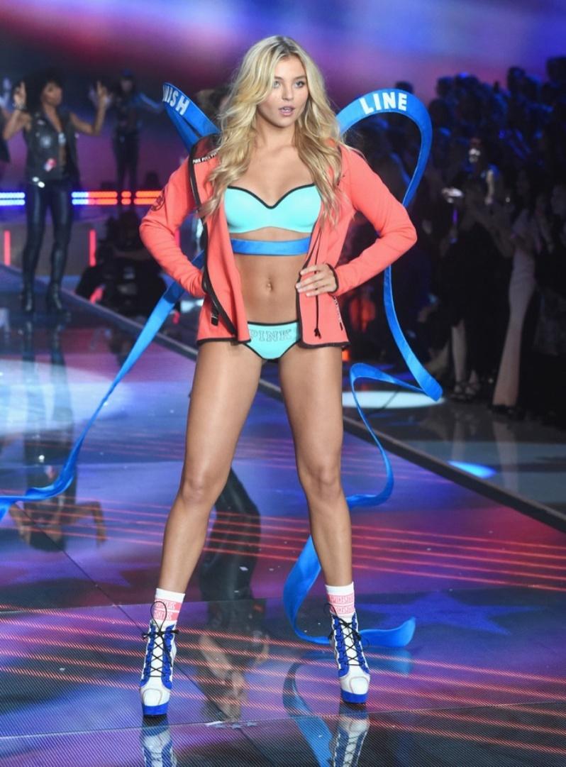 42-Victorias-Secret-2015-Fashion-Show-Rachel Hilbert