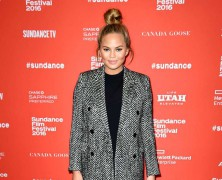 Look Of The Day: January 26, 2016 – Chrissy Teigen