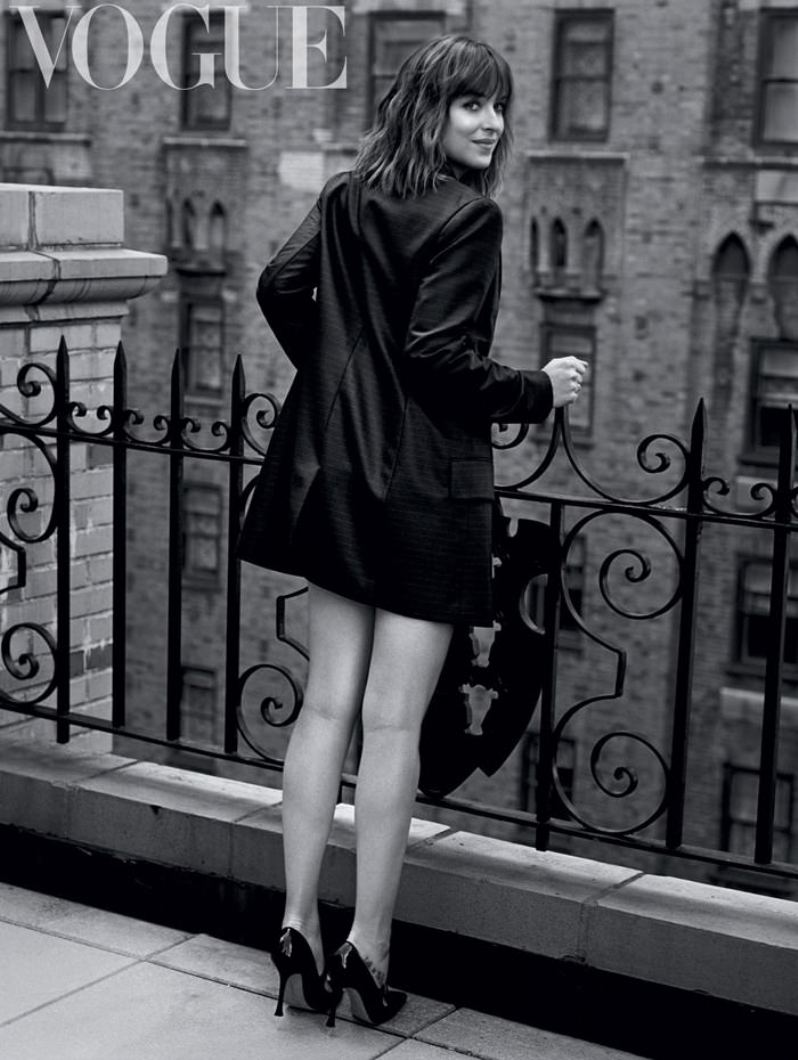 Dakota-Johnson-Vogue-UK-February-2016-2