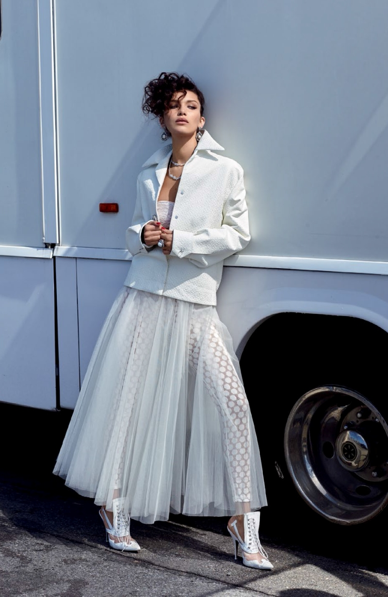 Vogue-Turkey-May-2016-Bella-Hadid-by-Sebastian-Faena-04