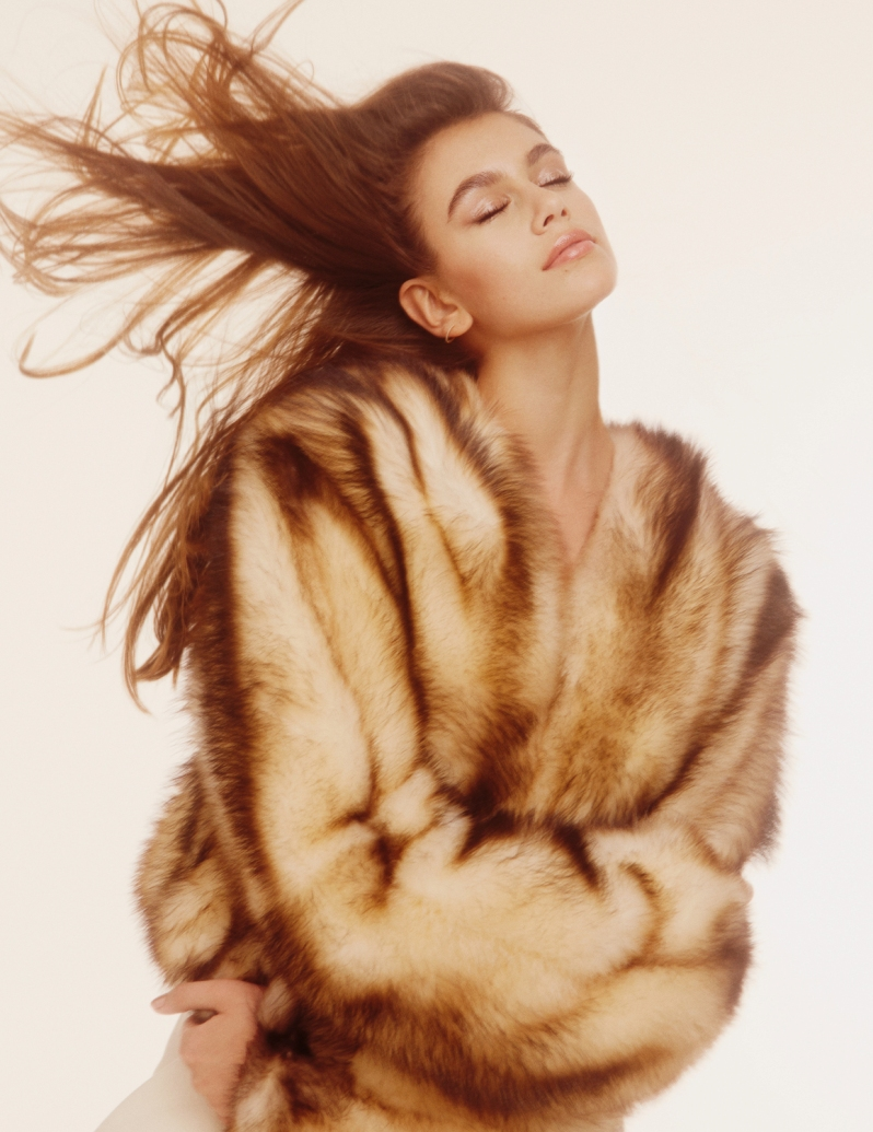 Pop-Magazine-Fall-Winter-2016-2017-Kaia-Gerber-by-Charlotte-Wales-10