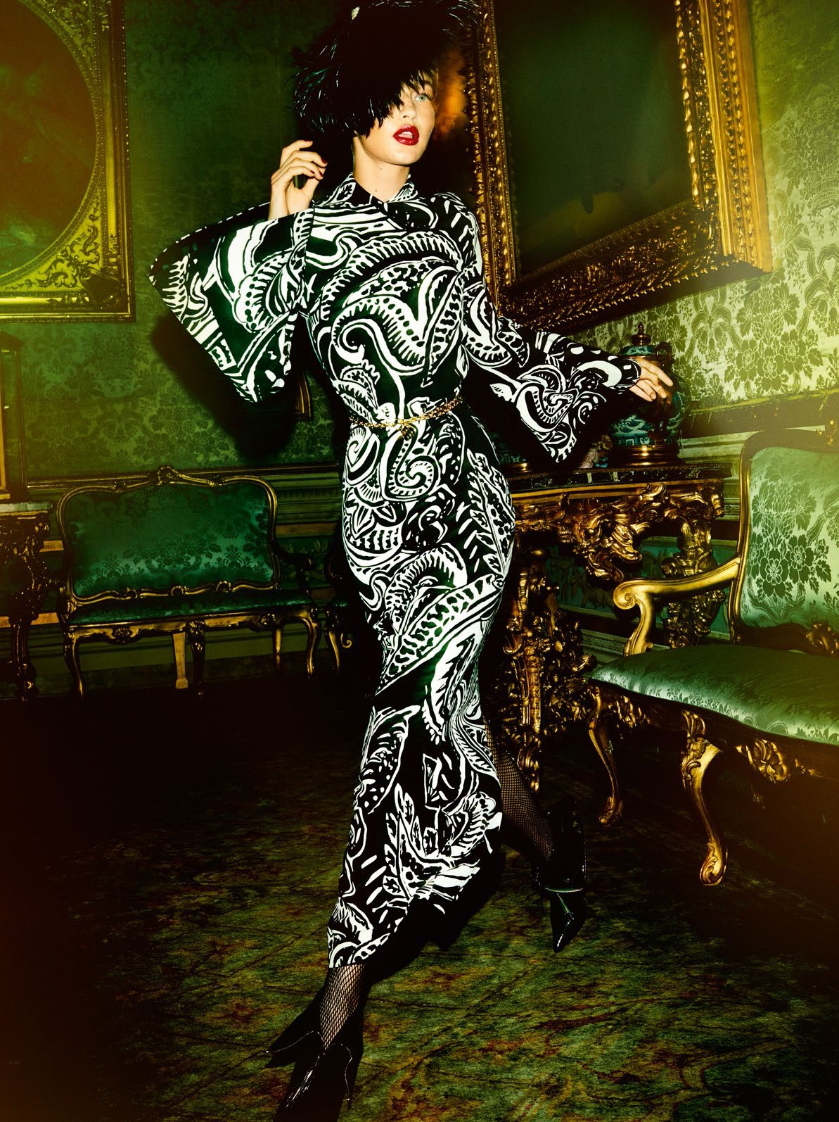 Gigi-Hadid-by-Mario-Testino-for-Vogue-Paris-November-2016