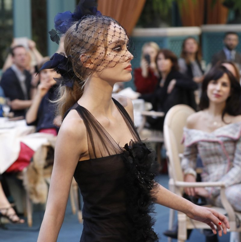 Lily-Rose-Depp-Chanel Metiers dArt show