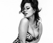 Ashley Graham sizzles for Vogue Italia, without retouch