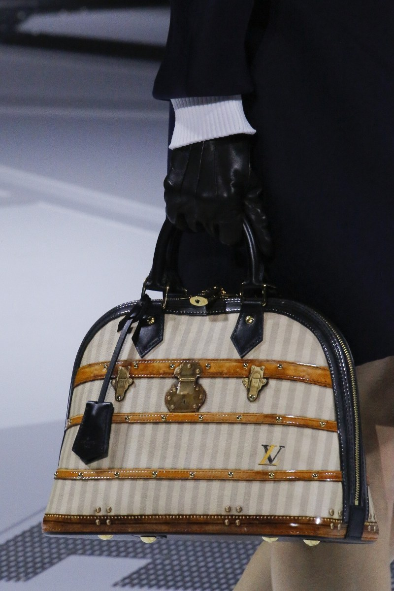 Louis-Vuitton-Beige-Black-Alma-Bag-Fall-2018